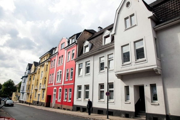 Modern house building useful tips save money interior for Ways to save money building a house