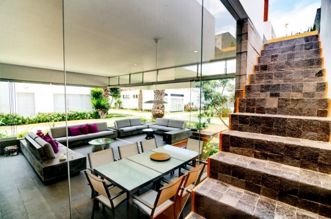 Modern House Design in Lima impressed with huge roof terrace