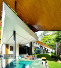 modern-house-in-singapore-with-trapezoid-shape-on-a-triangular-plot-0-1443037406
