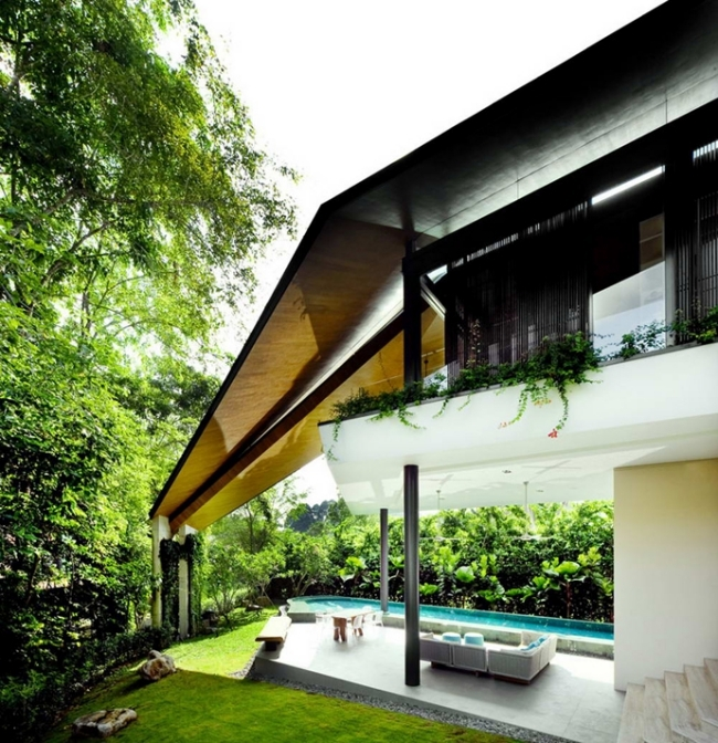 Modern House in Singapore with trapezoid shape on a triangular plot