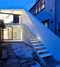 modern-house-in-tokyo-with-minimalist-decor-in-white-0-352530156