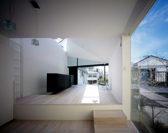Modern House In Tokyo With Minimalist Decor In White