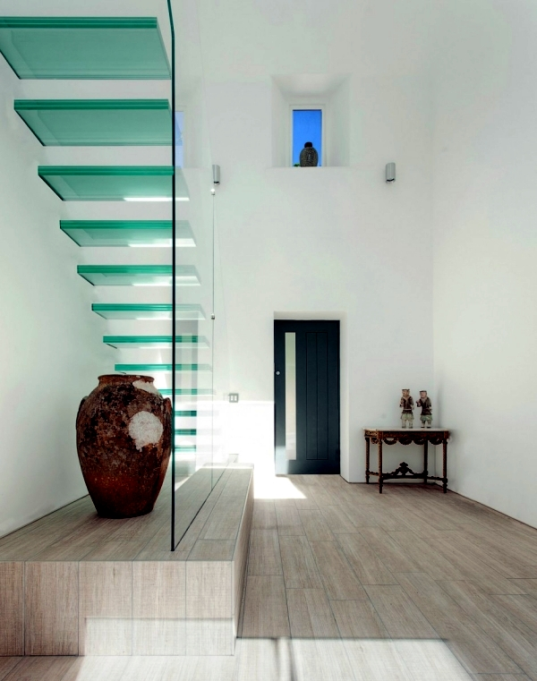 Modern house of glass serves as an attachment from the old house in England