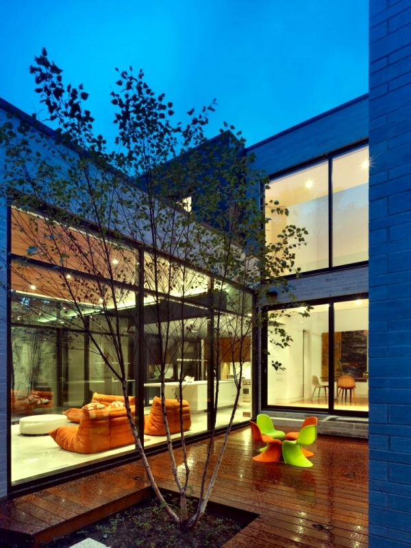 Modern House With Glass Fronts In Toronto Offers Attractive Residential Style Interior Design Ideas Ofdesign