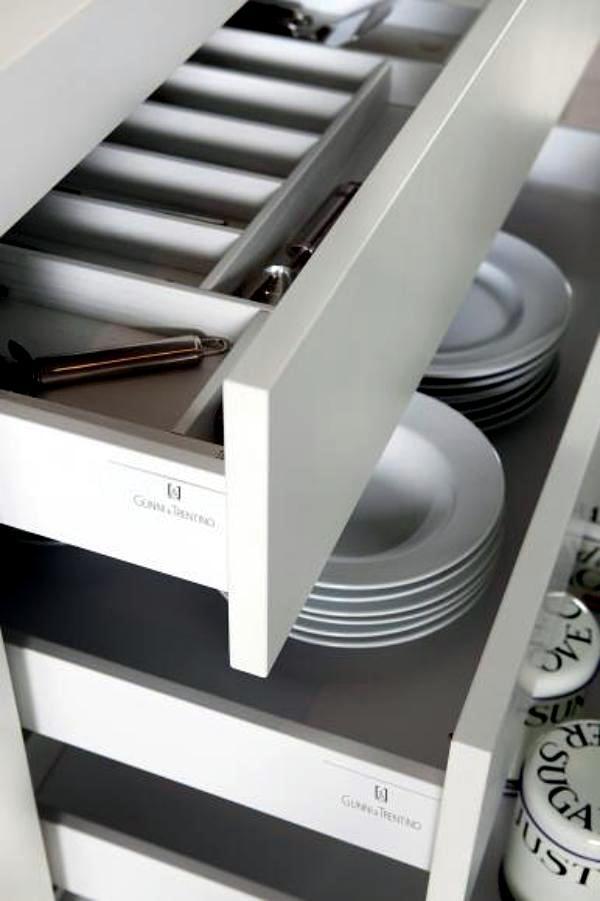 Modern kitchen by Gunni & Trentino harmonic waveforms