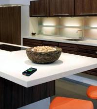 modern-kitchen-countertop-from-dupont-serves-as-a-wireless-charger-0-1437496409