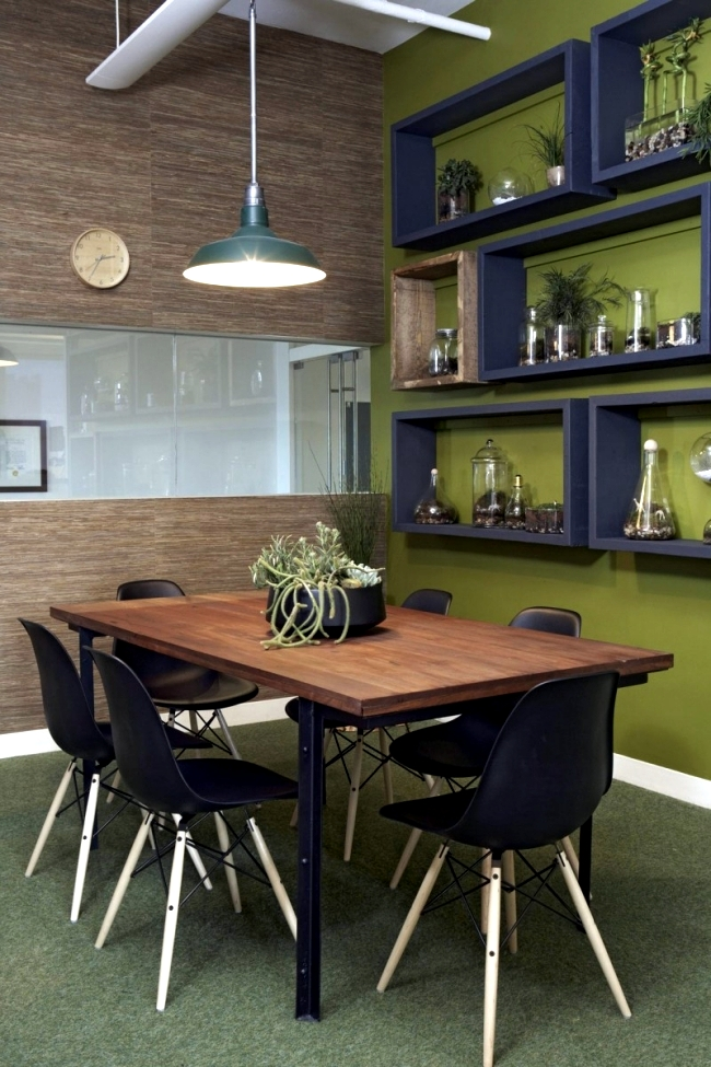 Modern offices of Foursquare show style and creative design