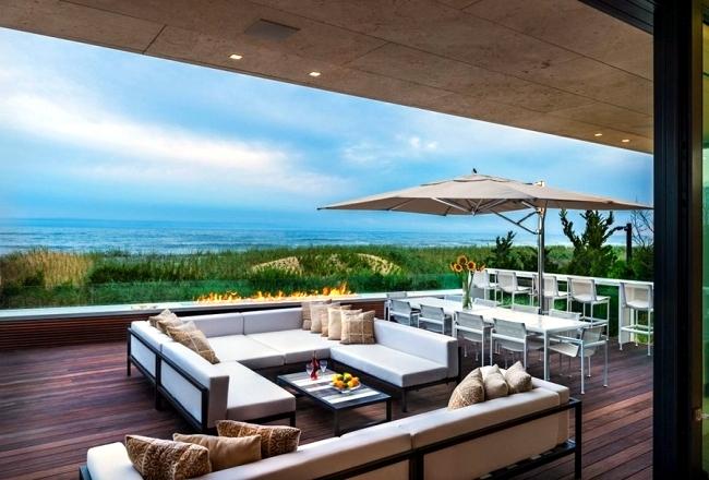 Monolithic modern villa in New York in exposed coastal location
