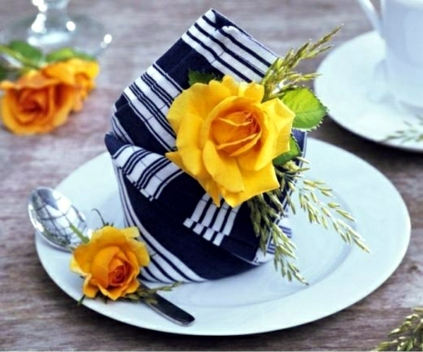 Napkin Folding – beautiful table decorations in the dining room do ...