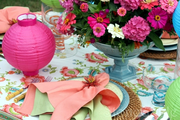 napkin folding beautiful table decorations in the dining room do it yourself interior design. Black Bedroom Furniture Sets. Home Design Ideas