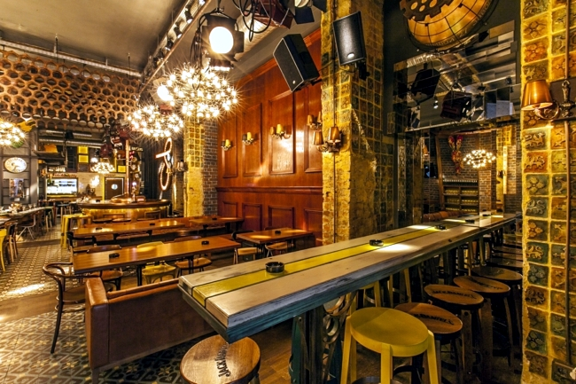 "Night Club in Bucharest - ""Biutiful"" thrilled with rustic interiors"