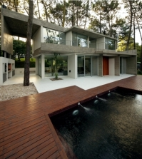 order-and-simplicity-characterize-a-modern-cottage-in-the-woods-0-1876383884