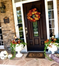 outdoor-decorations-for-fall-decorate-the-entrance-seasonal-0-1679739750