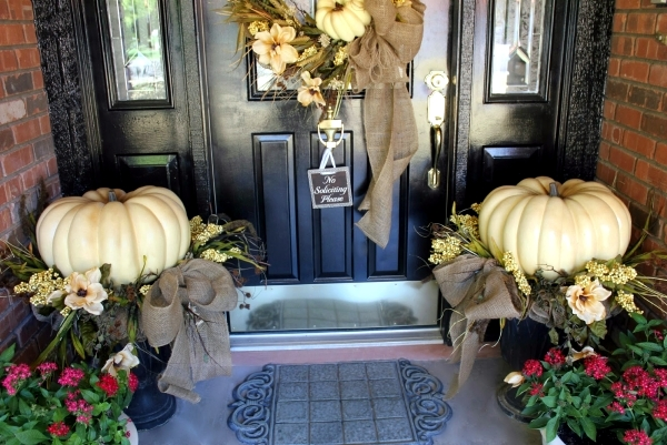 Outdoor decorations for fall - Decorate the entrance seasonal
