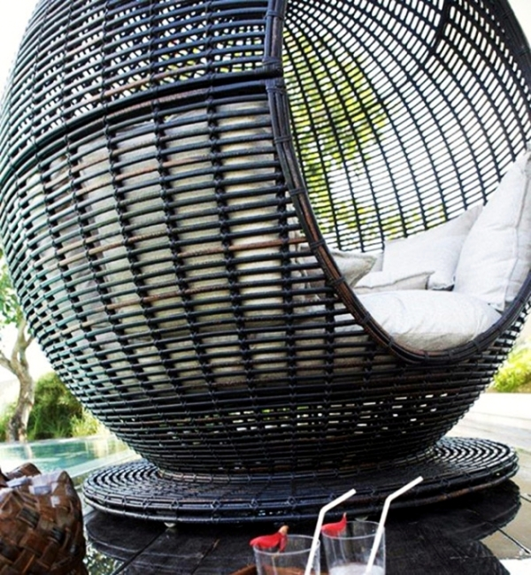Outdoor furniture for relaxing - rattan lounge beds by Skyline Designs