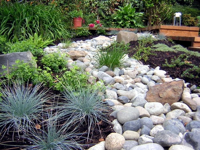 Pebbles in the garden-the application possibilities of the construction material