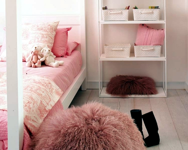Pink Childrens Room With Bathroom Device For A Little
