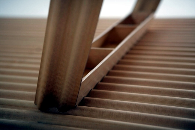 Plywood-table ripple by Benjamin Hubert lightest table in the world