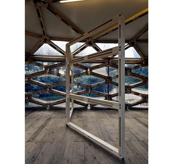 Prefab pavilion from recycled euro-pallets of Avatar Achitettura