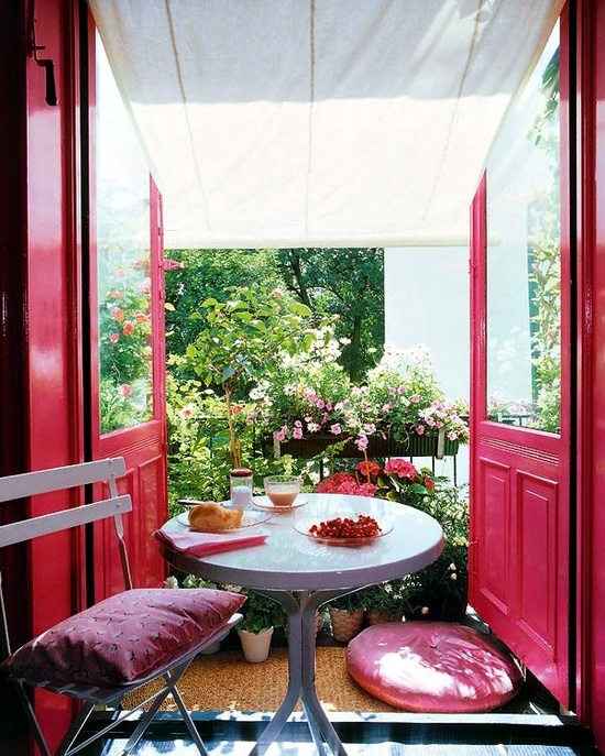 Privacy for the balcony - versions in wood, plants and awnings