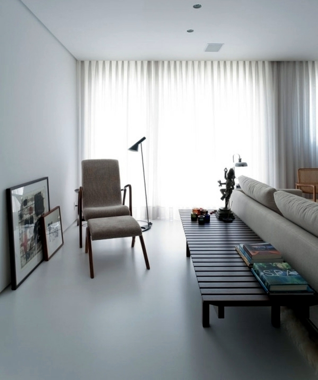 Purism meets exotic - apartment with eclectic furnishings