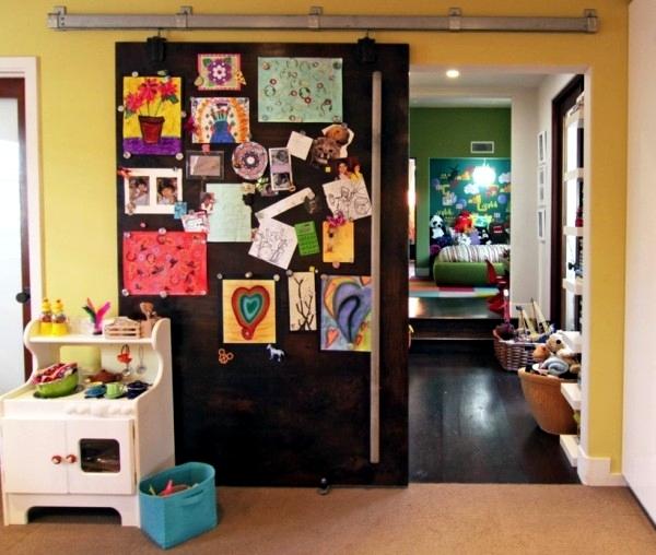 Put homes with children paintings decorate children's art scene