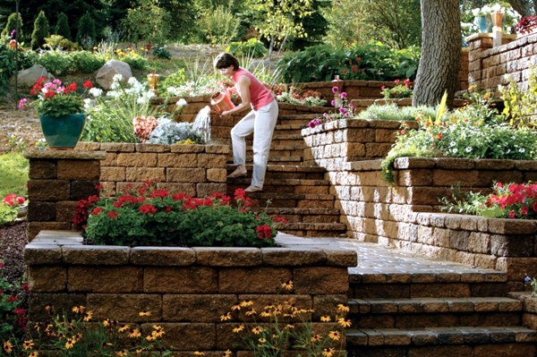 retaining wall in the garden 15 ideas for designing. Black Bedroom Furniture Sets. Home Design Ideas