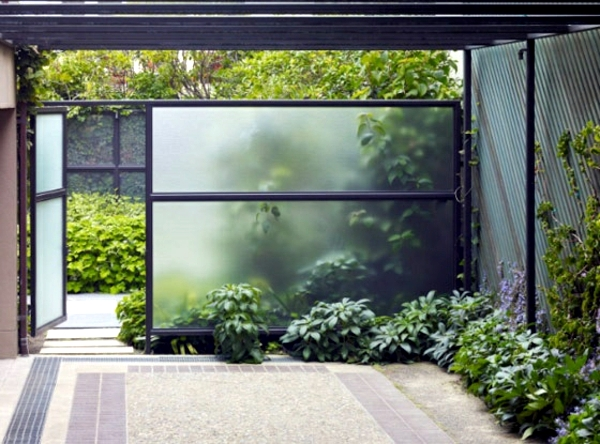 Screening fence or garden wall 102 ideas for garden for Pool fence screening ideas