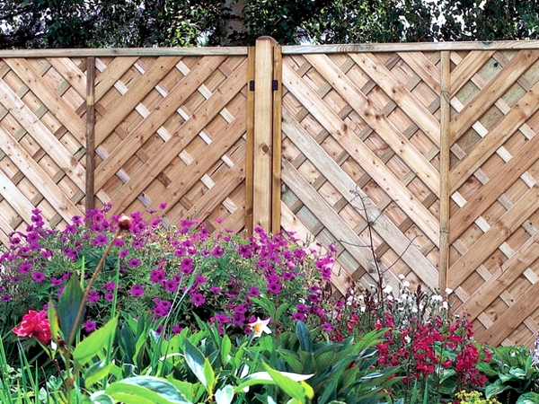 Screening fence or garden wall 102 ideas for garden design screening fence or garden wall 102 ideas for garden design workwithnaturefo