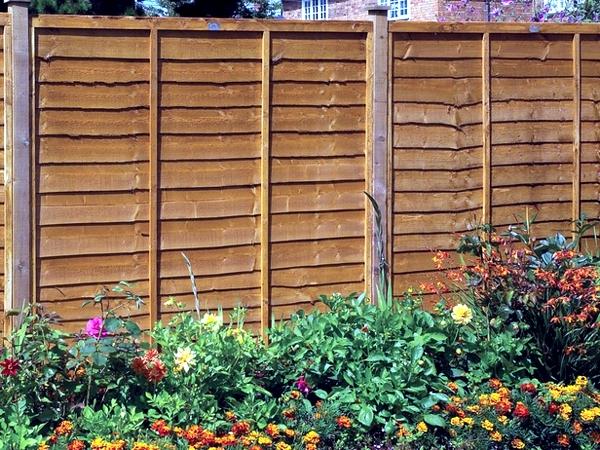 Wooden Garden Screens ~ Screening fence or garden wall ideas for