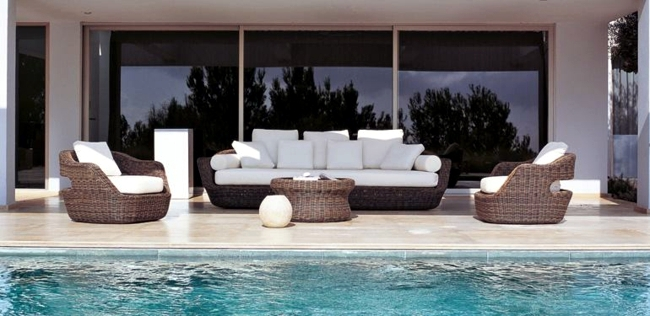 Set in a mediterranean style garden paradise rattan for Outdoor furniture italy