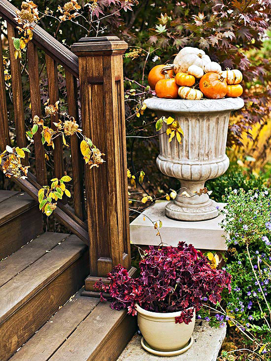 Set Inviting Accents Autumn Decoration Front Of The