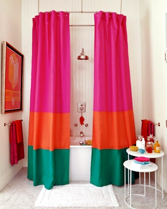 Shower curtain and decorate it nicely original ideas for for Decorate your own bathroom