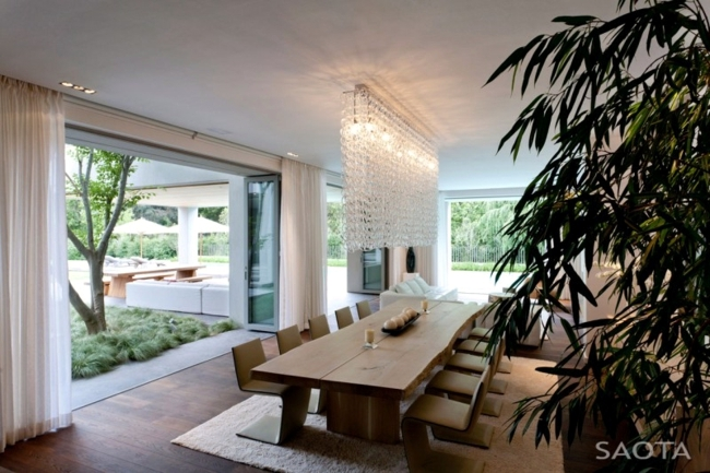 Solid Concrete House - open design maximizes the light in the interior