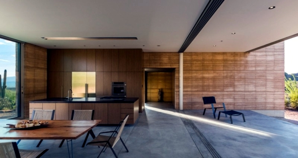 Solid house with airy interior middle of the desert in Arizona