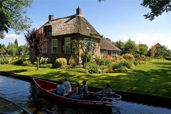 Spring Getaway - Romantic Weekend in Venice Netherlands
