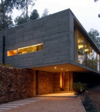 the-coach-house-on-a-hillside-impressed-with-massive-concrete-structure-0-952818235