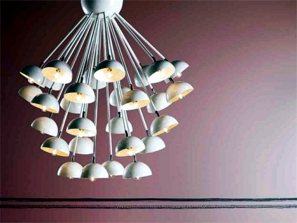 The designer lamps from Creazioni bring atmosphere to the interior