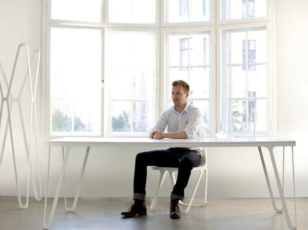 The glass side table Isom - charming design by Sebastian Scherer