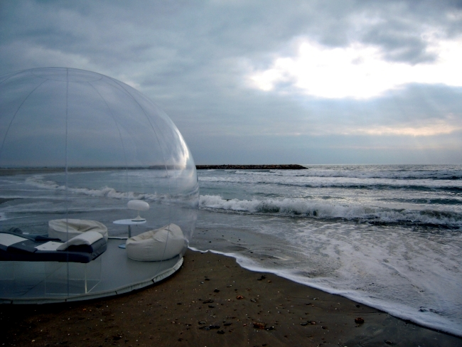 The inflatable mobile bathroom bubble shows the future trends