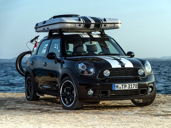 The Mini Countryman car with a tent suitable for camping holidays