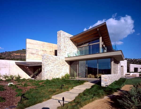 The modern coastal house built on dreams