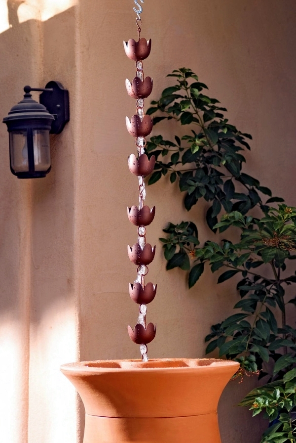 The rain chain downspout instead serves as a creative decoration in the garden