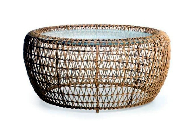 The rattan furniture by Kenneth Cobonpue Balou with fresh summer look
