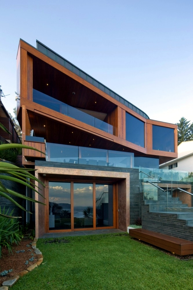 This modern architect villa on the beach in Australia was built with an  interesting three-part construction. The house was visible done in three  parts, ...