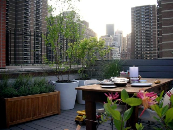 Tips for living balcony design - visual protection and decoration for patio