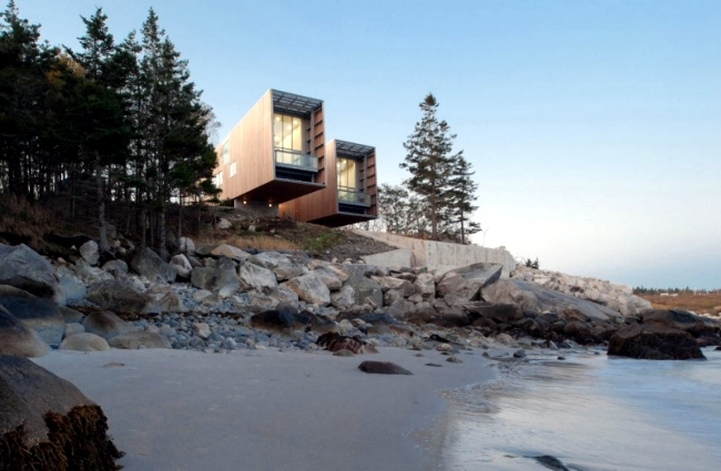 Two Hulls House - monolithic Architect's house on the coast of Canada