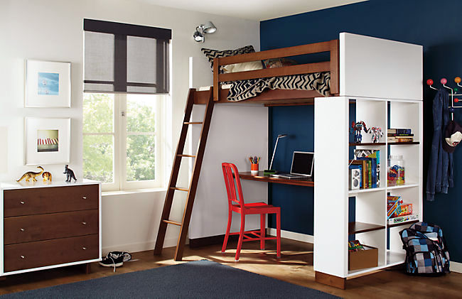 Up children for two children with compact bunk beds
