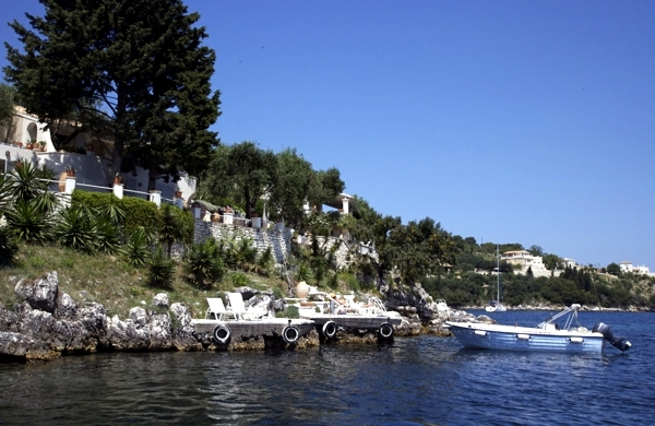 Visit the islands in Greece - Summer Vacation Destinations
