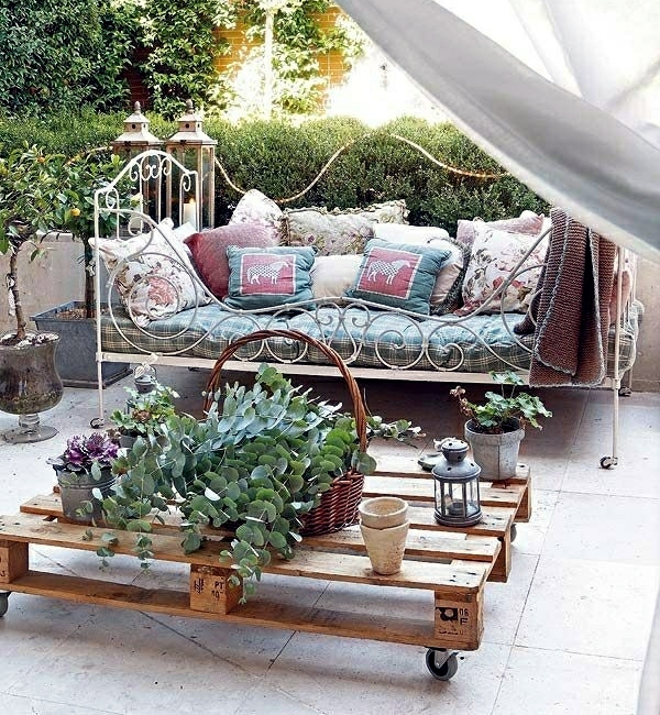 Wood euro pallets furniture for garden and balcony ideas you can euro pallets furniture for the garden furniture and a coffee table solutioingenieria Gallery